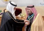 وزير التعليم يقلِّد أمير القصيم القلادة الذهبية لجمعية الكشافة العربية