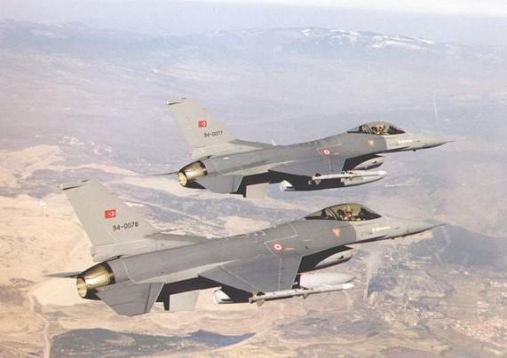 """""""مجزرة"""" في قصف تركي لعفرين السورية"""