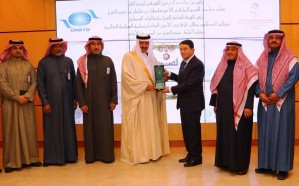 منح أمين السياحة العالمية وسام الملك عبدالعزيز من الدرجة الأولى