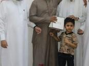 """تحفيظ الطوال تكرم الطالب""""حسين عواف"""" لإتمامه حفظ كتاب الله الكريم"""
