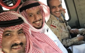 بالصورة.. سفير المملكة لدى اليمن يرافق قوات التحالف بعدن ويوجه رسالة للحوثيين