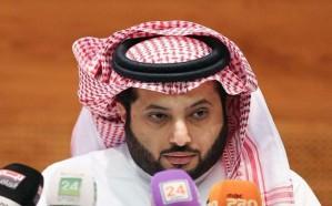 تركي آل الشيخ للأهلاويين:  عاتبوا من اخترق المنتخب ووقع مع اللاعب بدق الخشوم