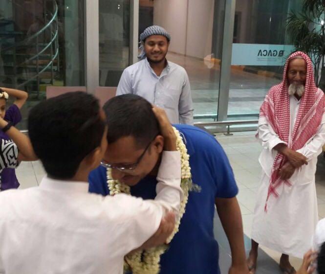 آل مخاي يستقبلون البطل الرقيب حسين مخاي بعد رحلته العلاجية الناجحة في الخارج