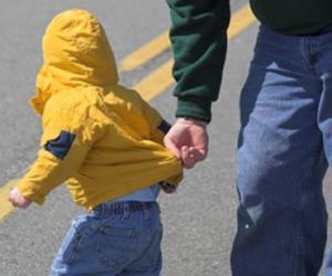 تفاصيل اختطاف ملثم لطفل من «بقالة» في جدة أمام أمه