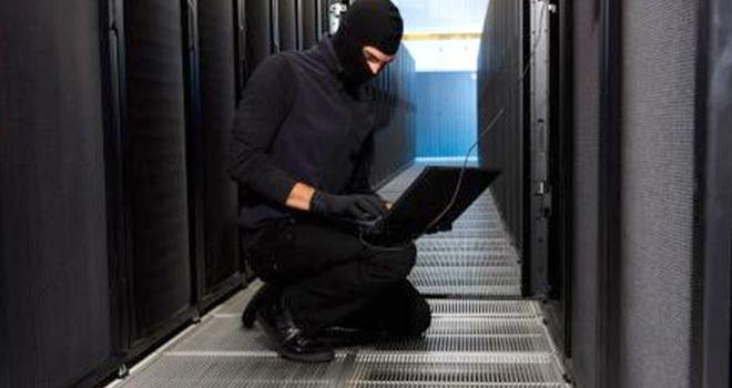 خبير تقني يحذر من اللجوء لـ«الهاكر» للحماية من الابتزاز الإلكتروني