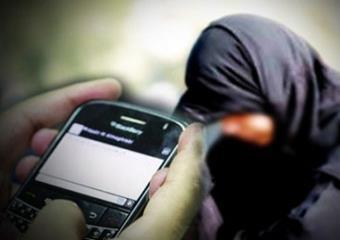 الإطاحة بمقيم هدد مواطنة بنشر صورها عبر مواقع التواصل