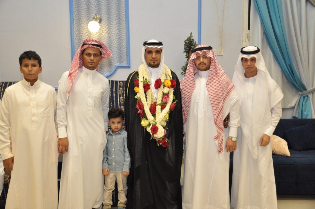 حسين أبو عيشه يحتفل بدخوله القفص الذهبي