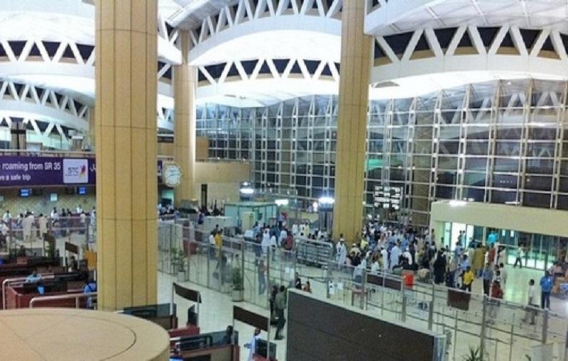 شاهد: كيف حاول مقيم إخفاء وتهريب 3 ملايين ريال بمطار الرياض ؟