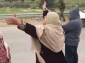 شاهد.. مشهد مؤثر لأم فلسطينية تستقبل ابنها المعتقل منذ 12 عام